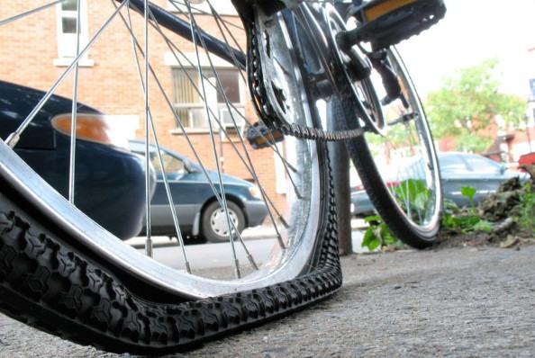 roue de vélo crevée