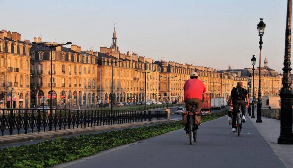 où faire du vélo à Bordeaux - quai de Bordeaux