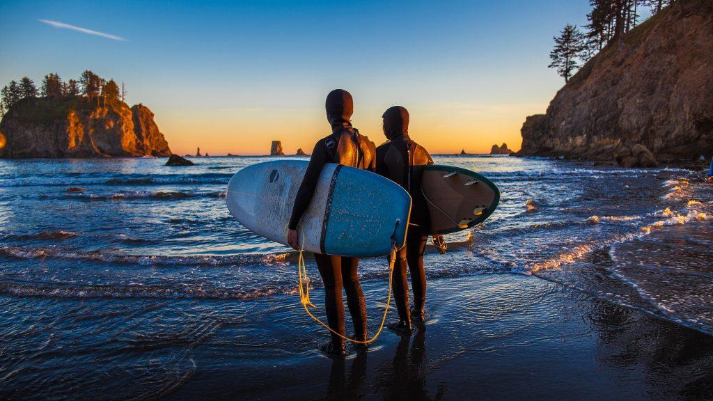 Laver-sa-combinaison-surf
