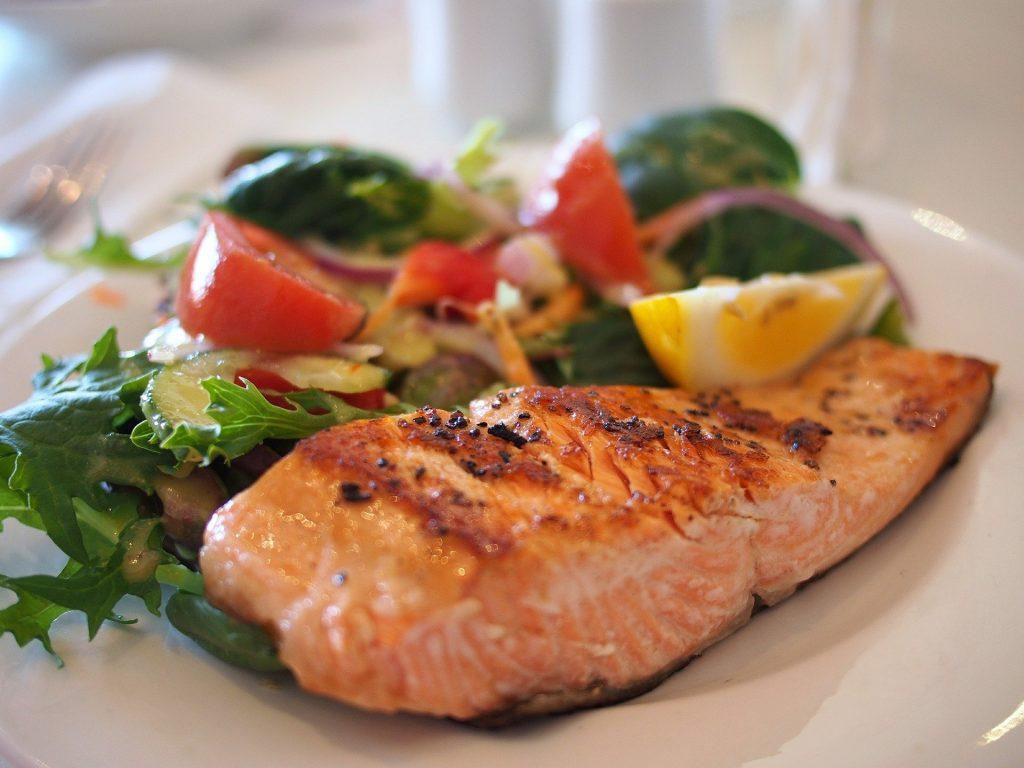 les-aliments-indispensables-pour-les-sportifs-saumon