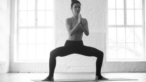 seance-jambes-a-la-maison-squat-sumo