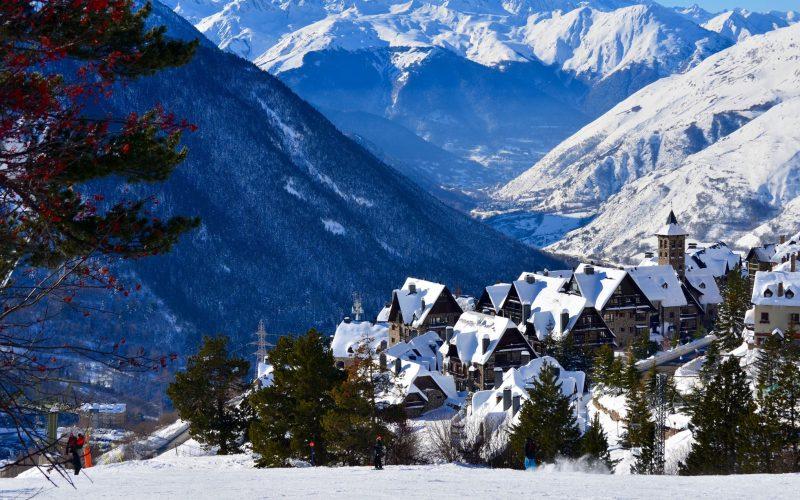 stations de ski des pyrenées photo village