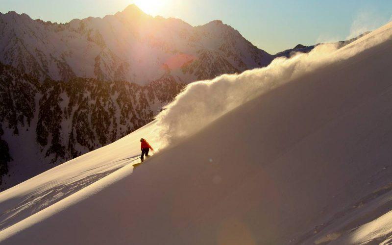 Descente snowboard fin de journée à Cauterets